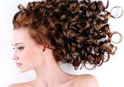 Πώς να κάνεις το curly hairstyle να διαρκέσει περισσότερο.