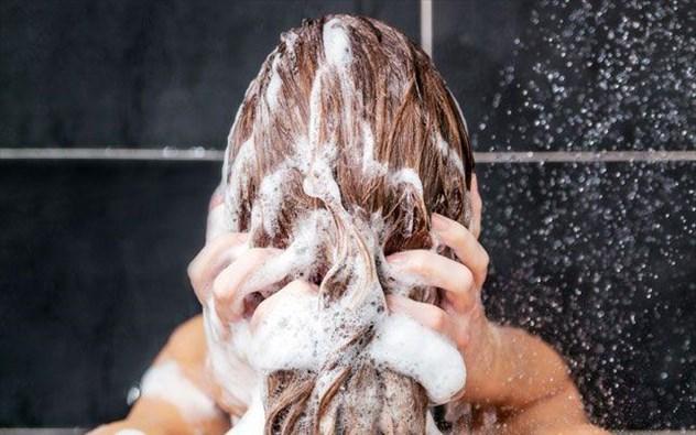 Τα μαλλιά μας πρέπει να λούζονται κάθε μέρα?